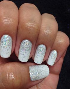 Coup de coeur pour la manucure blanche à paillettes (PHOTOS) Glitter Manicure, Gelish Nails, Sparkle Nails, My Nails, Shellac Manicure, Oval Nails, White Gel Nails, Gel Nails French, White And Silver Nails