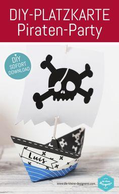 Platzkarte Piratenschiff für einen wilden Freibeuter-Geburtstag. Damit jeder Pirat auch weiß, wo sein Platz an der Tafel ist. Downlad als Vorlage zum Ausdrucken unter www.die-kleine-designerei.com