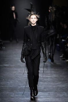 Ann Demeulemeester Fall 2011 Ready-to-Wear Fashion Show - Caterina Ravaglia (ELITE)