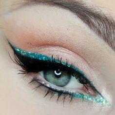 Eye Makeup - Extreme Sparkle by DiamanteMakeup using the Makeup Geek Cinderella, Shimma Shimma, and Creme Brle eyeshadows. Teal Eye Makeup, Teal Eyeliner, Dramatic Eye Makeup, Simple Eyeliner, Makeup For Green Eyes, Eye Makeup Tips, Cute Makeup, Makeup Geek, Makeup Inspo