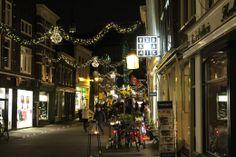 Tiendekwartier Gouda - De dag na kaarsjesavond 2013 was het tijd voor de eerste editie van Candlelight Shopping in Gouda. Geniet van Gouda in kerstsfeer.