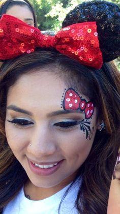 Minnie Mouse face painting – Top Of The World Mickey Mouse Face Painting, Disney Face Painting, Adult Face Painting, Body Painting, Cheek Art, Disney Makeup, Kids Makeup, Face Painting Designs, Child Face
