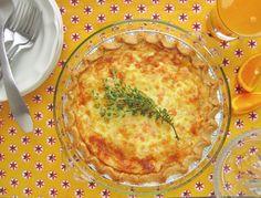 Shrimp and Leek Swiss Cheesy Quiche for Springtime #SundaySupper @ASpoonfulofLuxe