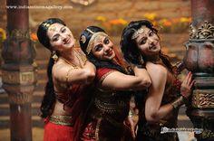 http://www.indiancinemagallery.com/gallery/nithya-menon/Nithya-Menon-in-Rudramadevi-(4)365.jpg