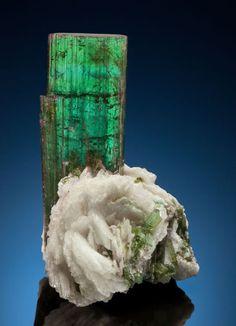 Minerals:Cabinet Specimens, ELBAITE & ALBITE. Cruzeiro Mine, São José da Safira, DoceValley, Minas Gerais, Brazil. . ... Image #1