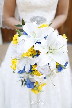 Love everything about this bouquet! Especially that touch of lace   Fairy Tale Photography