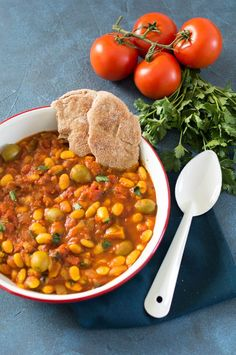 Loubia - Marokkaans bonenstoofpotje - Food : Salad and one pot - Essen Easy Healthy Recipes, Veggie Recipes, Vegetarian Recipes, Vegan Diner, Healthy Diners, Morrocan Food, Low Carb Brasil, Middle Eastern Recipes, Food Inspiration