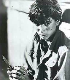 For I second there I thought Ralph was holding a spoon<<I want there to be an AU where everything is the same except Johnny kills Bob with a spoon. The Outsiders Johnny, The Outsiders Cast, The Outsiders Preferences, Ralph Macchio The Outsiders, Greaser Girl, Dallas Winston, 80s Movies, Cute Actors, Great Stories