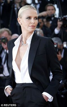 Charlize Theron made like one of the boys when it came to her premiere style as she dazzled in an androgynous look at the screening of The Last Face in Cannes on Friday. Source by women Estilo Dandy, Mode Outfits, Fashion Outfits, Androgynous Look, Mode Costume, Looks Street Style, Trouser Suits, Cannes Film Festival, Mode Style