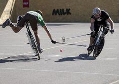 El mundial de polo Hard Court Bike en Ginebra el 18 de agosto de 2012. Cincuenta y ocho equipos integrados por tres jugadores cada uno proveniente de más de 14 naciones compitieron desde el 14 hasta el 18 de agosto de 2012. | Créditos: REUTERS / Denis Balibouse
