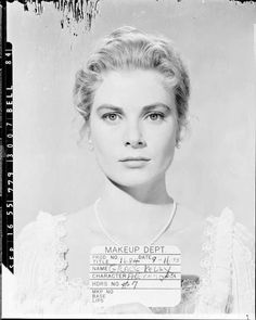 Grace Kelly - The Swan Makeup Dept. Old Hollywood Stars, Golden Age Of Hollywood, Classic Hollywood, Grace Kelly Style, Princess Grace Kelly, Great Women, Old Actress, Celebrity Couples, Hair Inspo