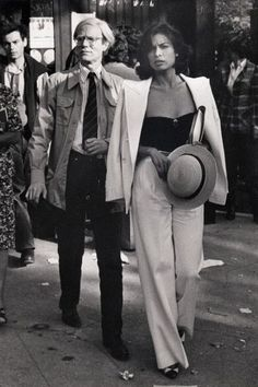 Retro Fashion Bianca Jagger and Warhol, 1977 Bianca Jagger, Looks Chic, Looks Style, My Style, Black Style, New Fashion, Retro Fashion, Trendy Fashion, Fashion Vintage