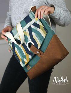 Tasche Dea Nähanleitung bei Makerist - Bild 4 Backpack Purse, Crossbody Bag, Colorful Backpacks, Diy Bags Purses, Jute Bags, Denim Bag, Fabric Bags, Womens Tote Bags, Leather Bag
