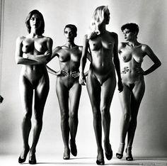 http://www.whitestudiolucca.it/wp-content/uploads/2015/07/helmut-newton-sumo-naked-vogue-1980.jpg