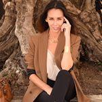 Первый 🇷🇺 блог Француженки sur Instagram: Как познакомиться с мужчиной, когда ты одна? ☺️ ⠀ Я считаю, что самое главное – это искреннее желание познакомиться. Не только с мужчинами.… French Lifestyle, Saint Tropez, Blazer, Beauty, Women, Fashion, Moda, Women's, Fashion Styles