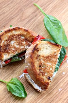 SPINAZIE & GEGRILDE PAPRIKA TOST