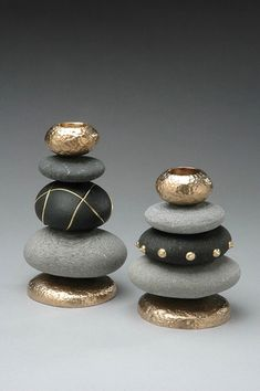 DIY: 20 ideas to make yourself to integrate pebbles to your decor!DIY: 20 Ideen, um Kieselsteine in Ihr Dekor zu integrieren!Stacked painted stones for upscale zen lookstacked painted rocks - could make a cool chess set!Telenor E-post :: Vi fan Pebble Painting, Pebble Art, Stone Painting, Rock Painting, Stone Crafts, Rock Crafts, Yarn Crafts, Crafts With Rocks, Decor Crafts