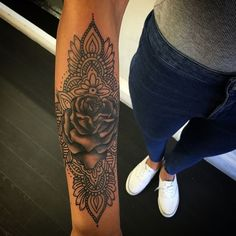This but with more details and a sunflower in the middle flower mandala tattoo, ankle Pretty Tattoos, Sexy Tattoos, Beautiful Tattoos, Body Art Tattoos, Sleeve Tattoos, Tatoos, Hippe Tattoos, Tribal Tattoos, Tattoo Mandela