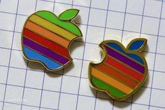 Vieux pin's Apple et nouveau pin's Pintrill