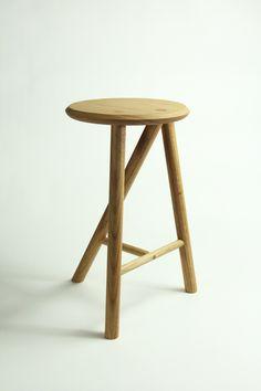 Tentative Stool by Robin Oglesbee-Venghaus, via Behance Wood Stool, Wood Table, Bar Chairs, Bar Stools, Wood Furniture, Furniture Design, Mini Chair, Sofa Bench, Woodworking Crafts