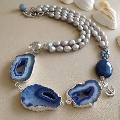 """Купить Колье """"Легенды о море"""" из срезов агата и жемчуга. - синий, отпуск, оригинальный подарок"""