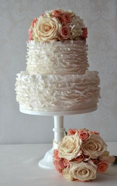 This is my take on the signature frills of the acclaimed Maggie Austin. I adore her work!   #SugarRealm #WeddingCakes #Cakes