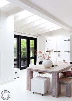 Meer dan 1000 idee n over zwarte luiken op pinterest luiken witte kozijnen en beige huis - Deco zwarte living ...