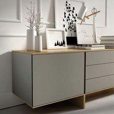 Wit en hout zijn altijd de perfecte combinatie voor een basic dressoir. Maar een basic dressoir hoeft niet saai te zijn van vormgeving! Laat je door hen inspireren op http://100procentkast.nl/blog/inspiratie-voor-je-dressoir-16-10/