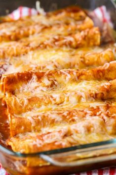 Enchilada Delicious Restaurant-Style Red Cheese Enchiladas - easy and SO good!Delicious Restaurant-Style Red Cheese Enchiladas - easy and SO good! Mexican Dishes, Mexican Food Recipes, Vegetarian Recipes, Cooking Recipes, Vegetarian Cheese Enchilada Recipe, Spanish Food Recipes, Vegetarian Enchiladas, Vegetarian Italian, Gastronomia