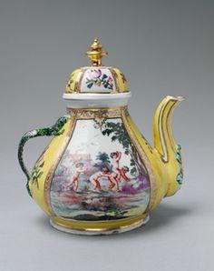 #Antique #Teapot Doccia, 1755  Cheerful
