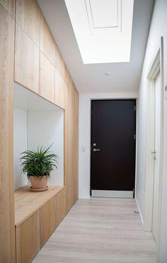 Flur Design, Library Wall, Hallway Designs, Wardrobe Design, Interior Decorating, Interior Design, Modern Wallpaper, Wood Interiors, House Entrance