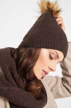 Beanie čiapka s brmbolcom Beanie, Knitted Hats, Winter Hats, Knitting, Metallic, Women, Products, Fashion, Accessories