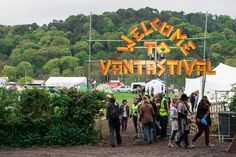 Vantastival entrance from car park-2014-photo-Andrew-Miller-andrew@brightwood.