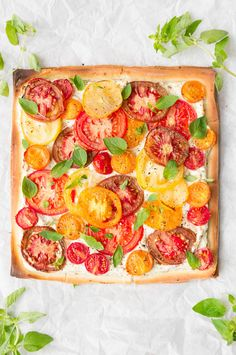 Tomatentaartje met gekleurde tomaten A Food, Good Food, Food And Drink, Ricotta, Vegetable Pizza, Quiche, Dinner Recipes, Favorite Recipes, Gourmet