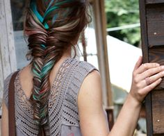 tie dye Fishtail braid! yup.. this is what my hair looks like!! cept pink instead of blue :]