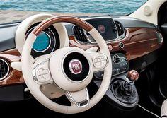 Por su cumpleaños, el 4 Julio, Fiat y Riva, dos iconos en automovilismo y navegación se unen para crear un nuevo objeto de deseo.