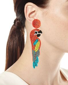 Young girls wearing parrot jewelry often have their own quirky fashion sense: one that is unique and independent and definitely pleasant to the eyes! Beaded Earrings Patterns, Seed Bead Earrings, Diy Earrings, Earrings Handmade, Seed Beads, Hoop Earrings, Jewelry Tags, Beaded Jewelry, Fine Jewelry