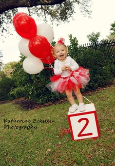 chloe's 2nd birthday photo session © Katherine Eckstein Photography