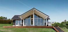 Klassisk sommerhus med unik beliggenhed og udsigt Home Technology, Shed, Outdoor Structures, House Design, Elegant, Inspiration, Home Ideas, Bedroom, Classy