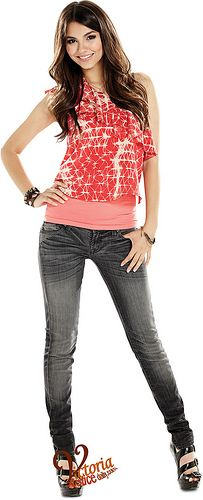 """""""Tori ((Victoria Justice) in VICTORIOUS on Nickelodeon. Photo: Aaron Warkov/Nickelodeon © 2011 Viacom International, Inc. All Rights Reserved"""