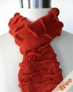 I love this scarf from CocoKnits and it's a free knitting pattern!
