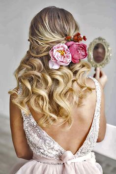33 Stunning Summer Wedding Hairstyles ❤ See more: http://www.weddingforward.com/summer-wedding-hairstyles/ #weddings #hairstyles