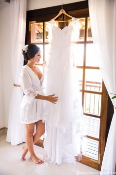Get a hold of budget wedding strategies. Wedding Picture Poses, Wedding Poses, Wedding Photoshoot, Wedding Dresses, Bridal Portrait Poses, Bridal Poses, Foto Wedding, Wedding Bride, Pre Wedding
