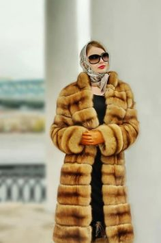 Sable coat, silk scarf and leather gloves: a classy and elegant combo.