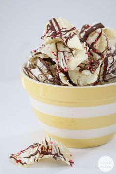 Chocolate Drizzle Potato Chips - 10 Recipes to Celebrate Valentine's Day Yummy Treats, Sweet Treats, Yummy Food, Fun Food, Chocolate Covered Potato Chips, Just Desserts, Dessert Recipes, My Favorite Food, Favorite Recipes