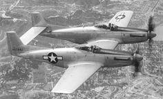 Description du chasseur américain : North American P-82 Twin Mustang, Chasseur à long rayon d'action, construit par North American, en 1946, pour Etats-Unis