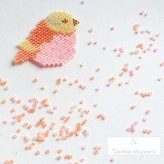 ✨Ma petite mésange est née✨ (et je crois que l'on peut facilement affirmer que c'est une fille vu ses couleurs girly à souhait ). Comme prévu, elle est donc tout en rondeur et délicatesse . Je suis très contente de ce motif et du rendu des couleurs (les perles utilisées sont des TOHO TREASURES -perles quasiment identiques aux Miyuki mais d'une marque concurrente). Vous les trouverez chez @mylittlebirdcreations ************************************************* J'ai utilisé la nouvelle fonc...