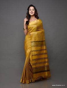 The self checks pattern on silken Tussar silk saree looks stylish and tasteful. This Kosa silk saree is a pure handloom silk saree from Champa, Chattisgarh. Like all Kosa silk sarees online, this hand-woven saree may have weaving irregularities which add to its appeal and originality.
