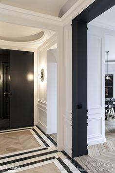 Moulures, parquet en points de Hongrie, grands espaces... Cet appartement parisien reprend tous les codes du style haussmannien.