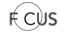 Cos'è? Esempio tipografia con messaggio Conteso? Immagine trovata su Pinterest Materiali usati: computer per elaborazione grafica Perché è interessante? E' un'immagine estremamente semplice ma che nella sua semplicità fa trasparire un messaggio chiaro e diretto. La lettere O rende da sola il significato della stessa parola. La realizzazione fa in modo che con una lettura veloce non ci si accorga della O ma che comunque si legga FOCUS.